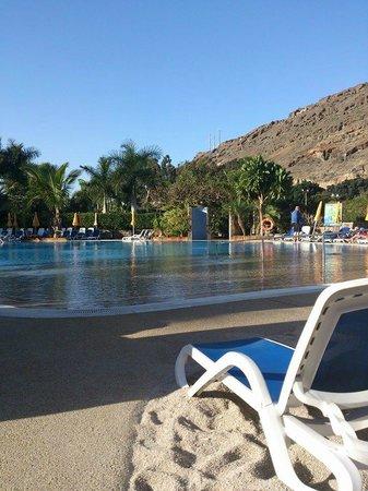 Cordial Mogan Playa : Utsikt över poolområdet närmast hamnen