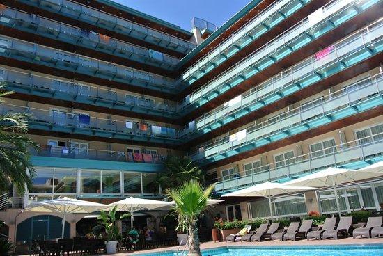 Hotel Kaktus Playa : Внутренний дворик)