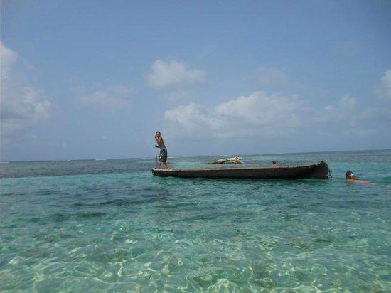 Cabañas Naranjo Chico: Local on boat
