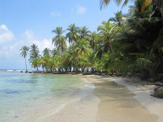Cabañas Naranjo Chico: San Blas - beach