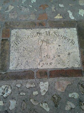 Locanda Della Signoria: iscrizione esterna