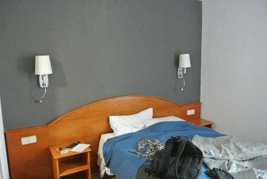 Hotel Cortes: Кроватка