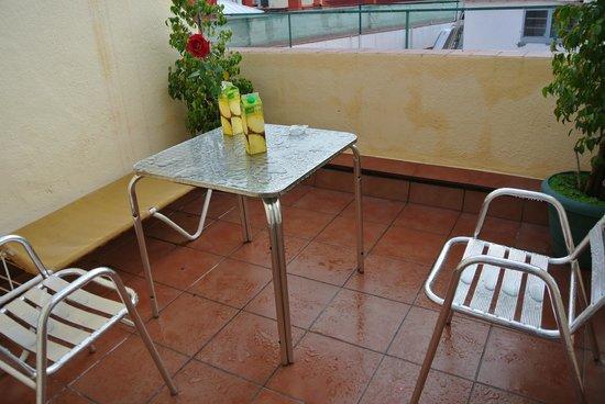 Hotel Cortes: Балкончик после дождя)))