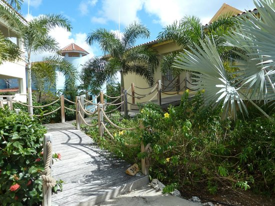 Caribbean Club Bonaire: Room entrance and grounds