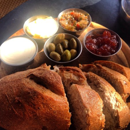 Hakovshim Bistro: Fresh warm bread