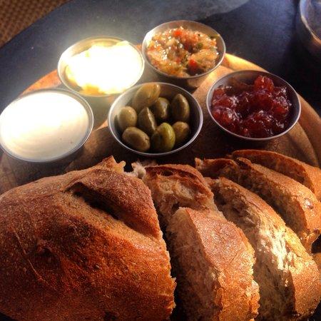 Hakovshim Bistro : Fresh warm bread