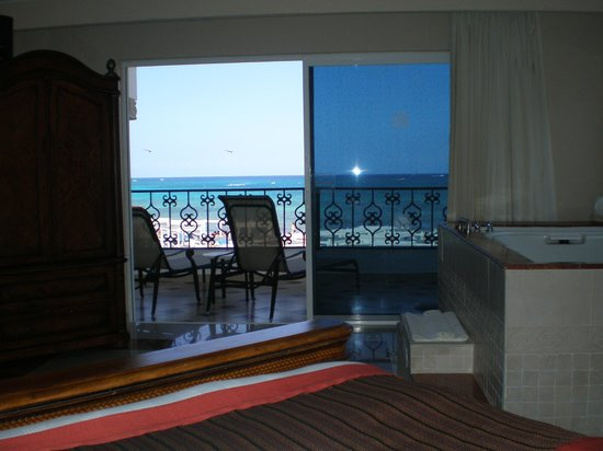 The Royal Playa del Carmen : View from bed