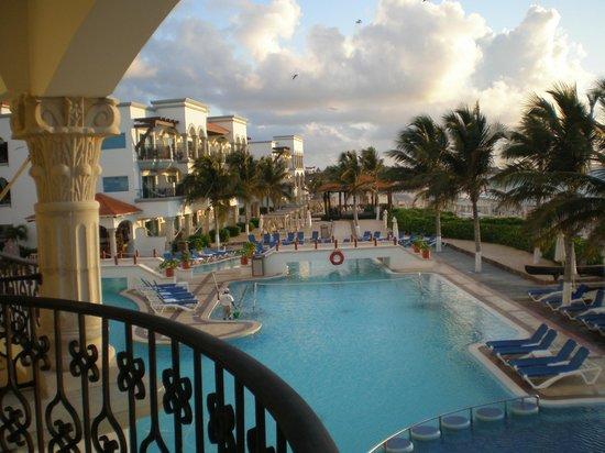 The Royal Playa del Carmen : Pool view from balcony