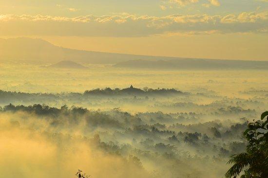 Magelang, Indonesia: Misty Borobudur