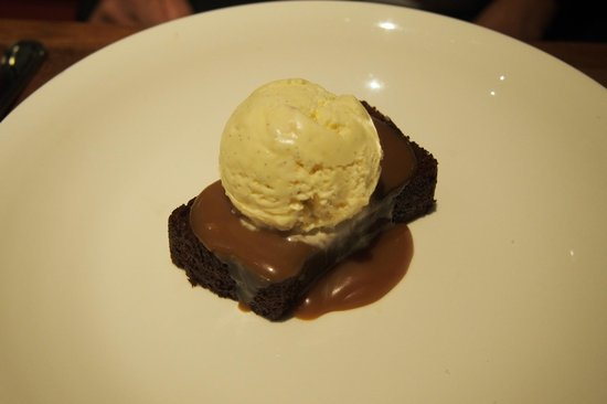 The Halia at Raffles Hotel : sticky toffee pudding