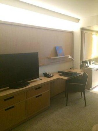 Conrad New York: Tv in Living Room