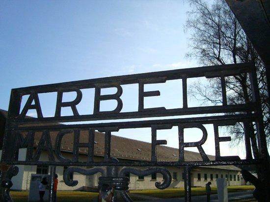 KZ-Gedenkstätte Dachau: Portao de Entrada