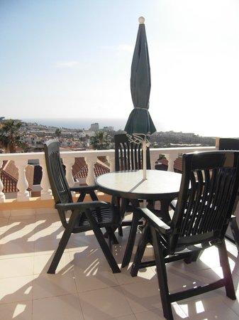 Paradise Court Aparthotel : Terrasse
