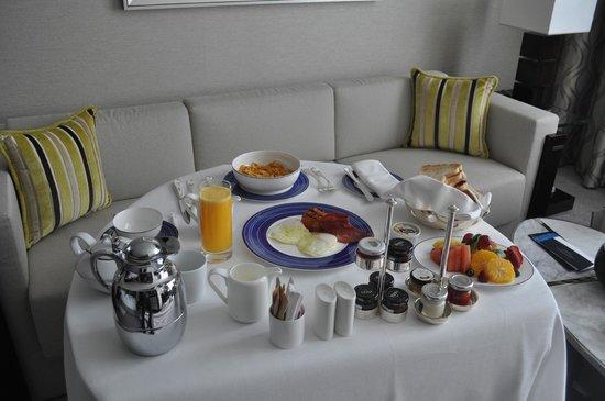 Rosewood Abu Dhabi: Room Service!