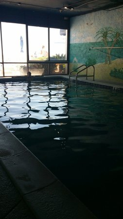 Tropical Winds Oceanfront Hotel : Indoor pool