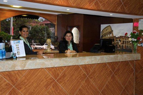 Hotel Roma Plaza: Reservation Desk