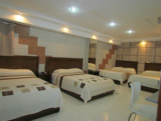 Hotel Roma Plaza: Family Rooms