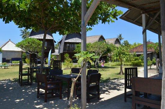 Suka Beach Bungalow: The restaurant/warung