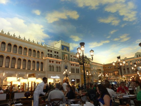 Otto Enoteca Pizzeria : Replica of the Piazza San Marco in Venice! It really looks just like this.