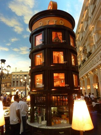 Otto Enoteca Pizzeria : The exquisite replica detail of architectural structures, street lights, and scale is amazing