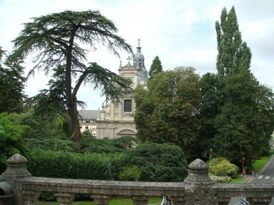 L'Orangerie du Château : рядом