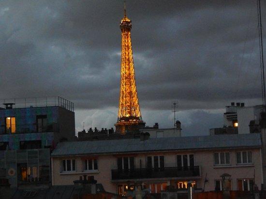 Ibis Tour Eiffel Cambronne: visão da Torre Eiffel