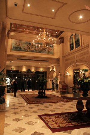 Peermont D'oreale Grande at Emperors Palace: Lobby