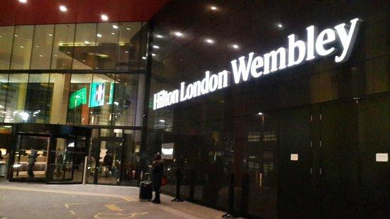 Hilton London Wembley: hotel entrance