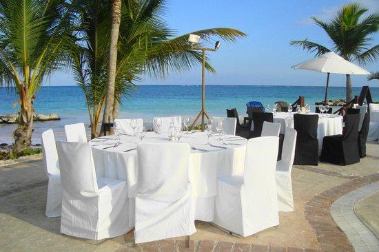 """Sanctuary Cap Cana by AlSol : soirée """"BBQ"""" buffets autour de la piscine"""
