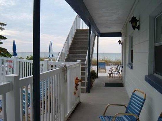 Great Heron Inn : Looking towards the beach