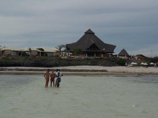Ora Resort Watamu Bay : spiaggia e sala ristorante