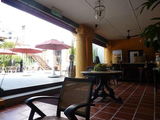 Yeng Keng Hotel: Front porch