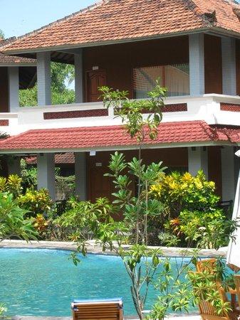 Hotel My Lovina: My Lovina Villa, rummen endera på marknivå eller en våning upp.