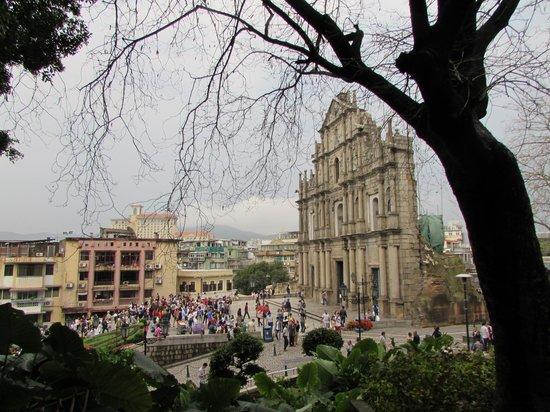Ruins of St. Paul's: Side view of Rua de Sao Paulo