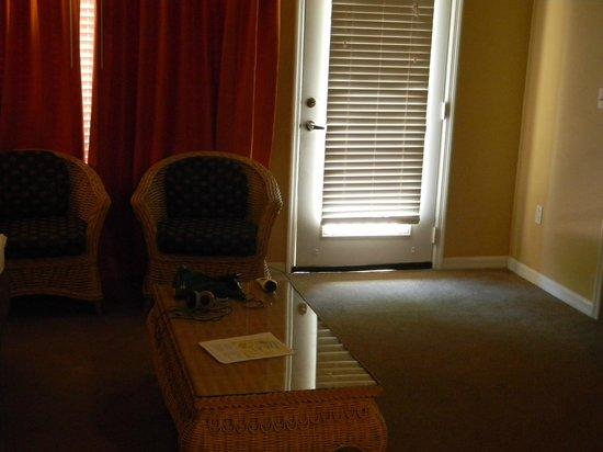 Liki Tiki Village : Living Room