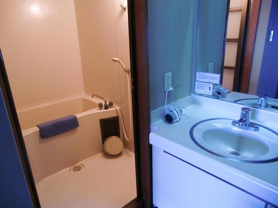 Shimoda Itoen Hotel Hanamisaki: 部屋のお風呂と洗面台
