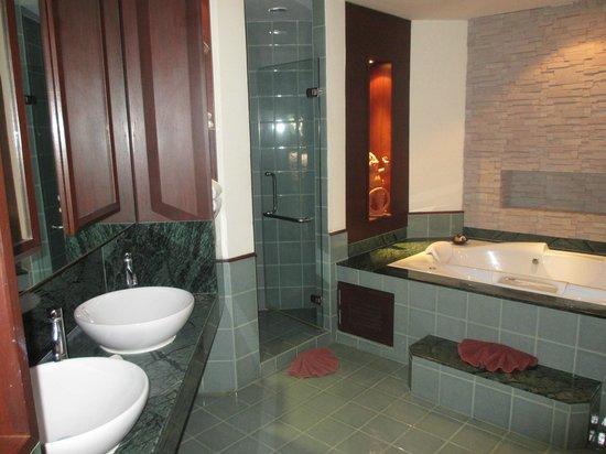 Duangjitt Resort & Spa: Fantastic Bathroom 3102