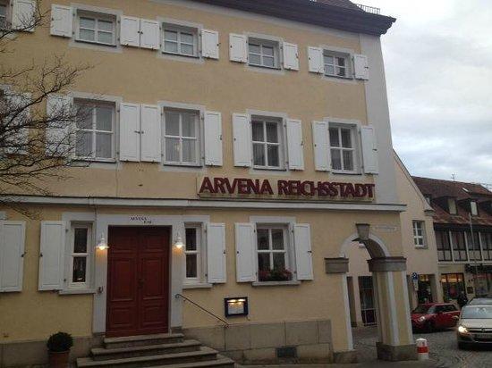 Arvena Reichsstadt Hotel: side view of hotel