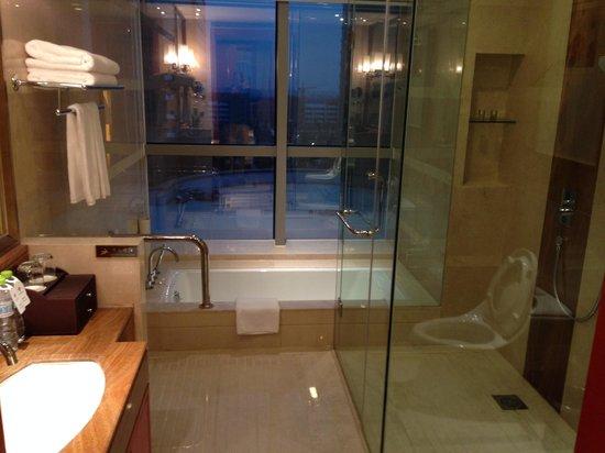 Empark Grand Hotel : Toilet