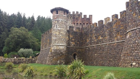Castello di Amorosa: Getting closer