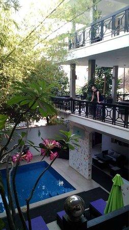 Omana Hotel: Blick in den Hof