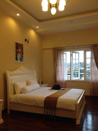 Terrasse des Roses : bed room of sun flower type