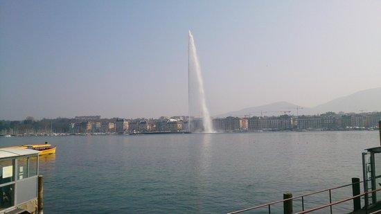 """Lago de Ginebra: Jezioro wraz z """"gejzerem"""""""