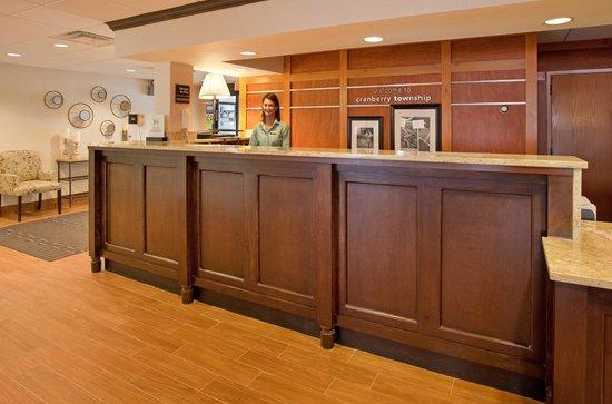 Hampton Inn Pittsburgh/Cranberry: Front Desk