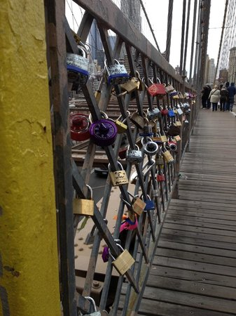 City Running Tours: Brookly Bridge Love Locks