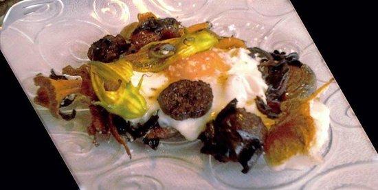 La Figuereta : trencadissa de bolets amb ou i botifarra negra