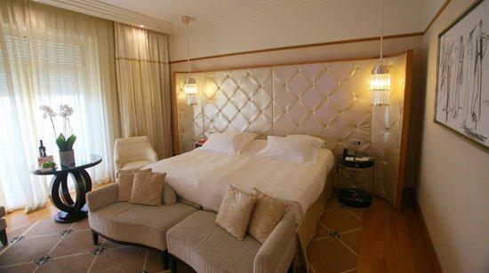 Grand Hyatt Cannes Hôtel Martinez : King bed