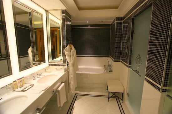 Grand Hyatt Cannes Hotel Martinez: Bathroom
