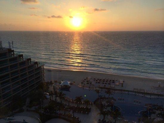 Hard Rock Hotel Cancun: Sunrise