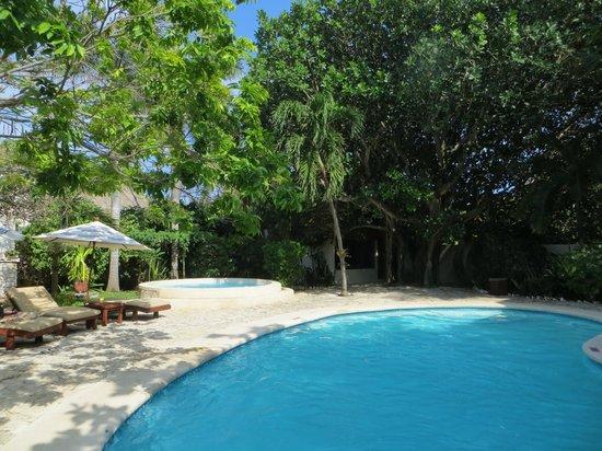 Na Balam Beach Hotel: La piscine et le jacuzzi de l'hotel Na Balam
